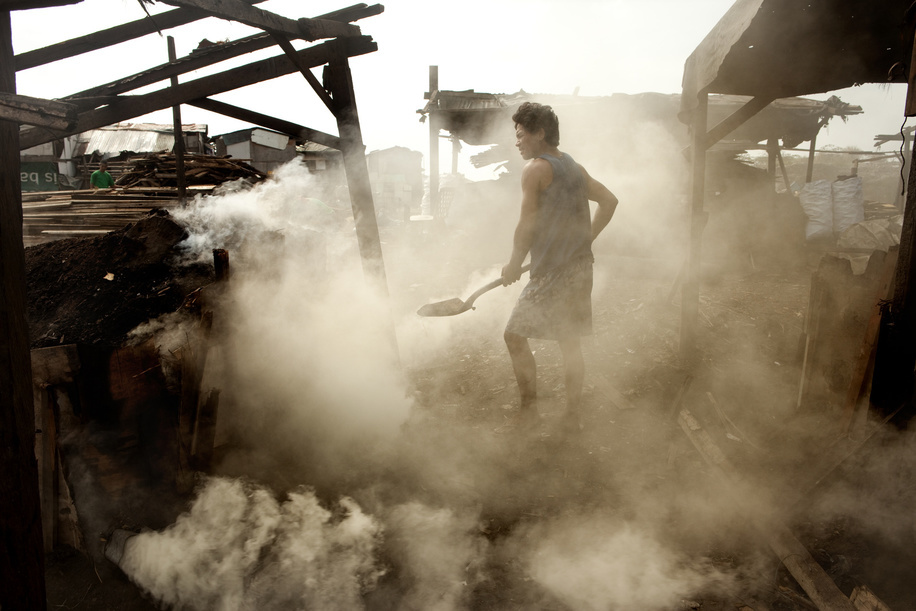 Hidden cities is a joint WHO / UN-HABITAT report about urbanization and global health issues. Photo stories from around the world reflect the hidden realities urban dwellers are facing, and highlight some health inequities.  Nilo Fernandez making coal. Slum area in Tondo, Manila, Philippines