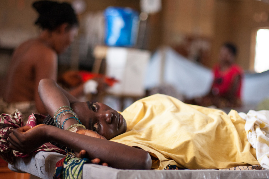 """A female patient lying on a bed at the Wellington Cholera Treatment Centre in Freetown, Sierra Leone.  A cholera outbreak in Sierra Leone has killed almost 300 people and affected more than 20 000. Without support to expand and sustain the response operation, as many as 32 000 cases could be expected this year. The World Health Organization (WHO) and the Ministry of Health and Sanitation have established a cholera control and command centre to coordinate the response to what has turned into a national emergency. WHO has brought in experts in epidemiology, surveillance, case management, logistics, social mobilization, water and sanitation from other WHO offices as well as from the International Centre for Diarrhoeal Disease Research, Bangladesh, and the United Kingdom's Health Protection Agency. Much of the work being done by WHO and partners will help to strengthen the country's capacity to deal with disease outbreaks in the future. However WHO Representative in Sierra Leone Dr Wondimagegnehu Alemu warns that there is an urgent need for investment in infrastructure to improve safe water supply and sanitation. """"Water and sanitation is going to remain a long-term challenge, particularly in the slums in Freetown where people are at high risk of diarrhoeal disease,"""" he says. By 27 September 2012, reports of cholera cases were continuing to decrease and the death rates had reduced to less than 1% of cases in 3 out of the 12 affected districts. Some cholera treatment units in Freetown operated by nongovernmental organizations have closed due to reduced cases. However, in the recently affected districts, new cases are still coming in and work must continue to control the outbreak and prevent further deaths from this treatable disease."""