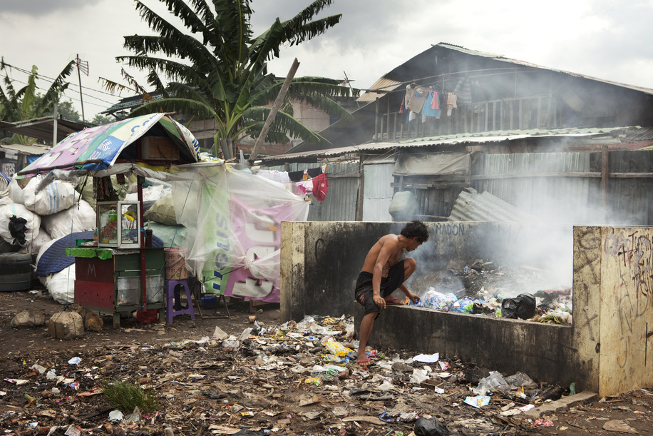 Hidden cities is a joint WHO / UN-HABITAT report about urbanization and global health issues. Photo stories from around the world reflect the hidden realities urban dwellers are facing, and highlight some health inequities.  An informal settlement in North Jakarta, Indonesia.
