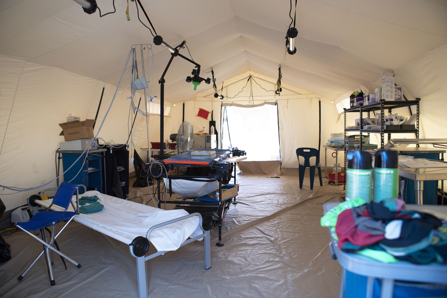 NGO - Samaritan's Purse operating theater during Cyclone Idai response.   WHO supported the health authorities and NGOs to assess the structural damage to the health facilities and find out what services they can provide following the Cyclone Idai devastation.