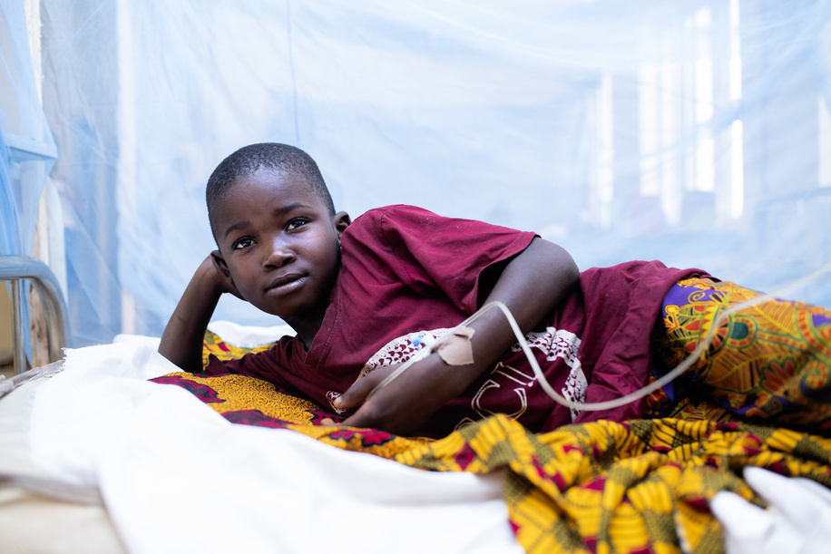 Precious Nelson, 10, is treated for malaria and symptoms of what appears to be yellow fever at the central hospital in Owa-Alero.   The World Health Organization (WHO) is supporting the Nigeria Centre for Disease Control and health authorities in the states of Delta and Enugu to respond to an outbreak of yellow fever that was confirmed in early November 2020.   WHO and partners are assisting with case investigation, case management and community engagement, among other activities. In addition, in response to this outbreak a planned yellow fever vaccination campaign in Delta was brought forward, starting on 10 November.  Nigeria had been reporting suspected cases of the yellow fever in all 36 states and the federal capital territory since its outbreak in September 2017 and is one of the countries implementing the global eliminate yellow fever epidemics (EYE) strategy. As part of the strategy, Nigeria has developed a 10-year strategic plan for the elimination of yellow fever epidemics. Through this strategy, the country plans to vaccinate at least 80% of the target population in all states by 2026.  For more information on yellow fever: <a target='_blank' href='https://www.who.int/health-topics/yellow-fever'>https://www.who.int/health-topics/yellow-fever</a>