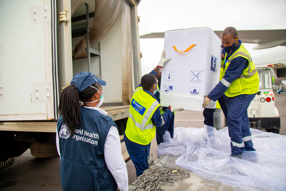 On 3 March 2021, a cargo containing 240,000 doses of the COVID-19 vaccines arrives at Kigali International Airport in Rwanda.   Health workers and other priority populations vulnerable to COVID-19 can now expect to receive life-saving coronavirus vaccines in Rwanda as 240,000 doses of the AstraZeneca/Oxford vaccines licensed and manufactured by the Serum Institute of India were delivered by UNICEF on behalf of the COVAX Facility. Rwanda also received 102,960 doses of the Pfizer-BioNTech mRNA COVID-19 Vaccine as part of the distribution of 1.2 million doses procured from the manufacturer by COVAX. As of March 4, 19,659 Rwandans have been infected by COVID-19 and 268 lives have been lost.   COVAX, the vaccines pillar of the Access to COVID-19 Tools (ACT) Accelerator, is co-led by the Coalition for Epidemic Preparedness Innovations (CEPI), Gavi, (the Vaccine Alliance) and the World Health Organization (WHO) – working in partnership with developed and developing country vaccine manufacturers, UNICEF, the World Bank, and others. It is the only global initiative that is working with governments and manufacturers to ensure COVID-19 vaccines are available worldwide to both higher-income and lower-income countries.