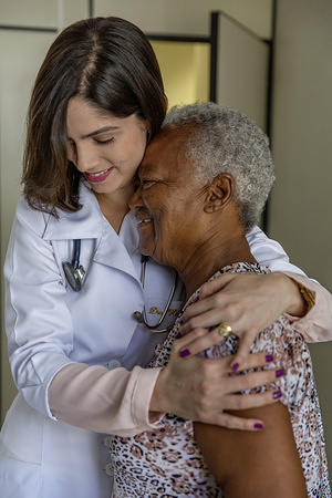 Doctor Hildene Melo hugging her patient Regina Paixão, age 78 and diabetic for the past 21 years, at CEDEBA - Centro de Referência Estadual para Assistência ao Diabetes e Endocrinologia (Center for Diabetes Assistance and Endocrinology)