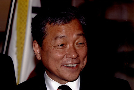 Dr Lee Jong-wook (Republic of Korea), former Director-General of the World Health Organization, from 2003 to 2006.