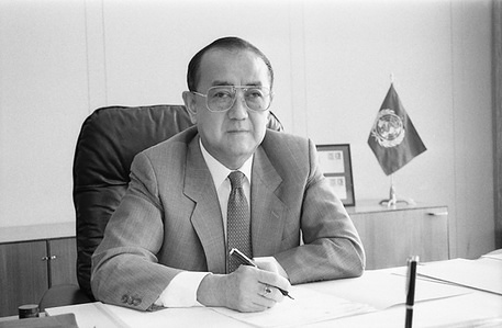 Dr Hiroshi Nakajima (Japan), former Director-General of the World Health Organization, from 1988 to 1998.