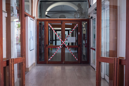 17 September 2020: Doorways are taped off as a COVID-19 prevention measure in one of the buildings at the St. Orsola-Malpighi Polyclinic in Bologna, Italy.   WHO has been collaborating with the hospital to improve the structural design of different buildings in response to COVID-19.   Read more: https://www.euro.who.int/en/countries/italy/news/news/2020/7/who-helps-reshape-hospitals-as-covid-19-eases-its-grip