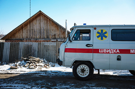The WHO-supported mobile mental health team vehicle is parked on the street during a home visit with former patient Nataliia Svirhun, 39, on 15 February 2021 in Bylbasivka, Ukraine. The team travels to remote areas in the Donetsk region to deliver specialized mental health care to patients who do not have access.  The COVID-19 pandemic and protracted conflict along the Ukraine-Russian border have had a devastating impact on Ukrainians with severe mental health conditions. These coinciding events have further limited their access to specialized care. Introduced by WHO in 2015, the community mental health teams project originally aimed to provide comprehensive community-based mental health care to people who faced consequences of the conflict. In 2020 WHO has reinforced its support to Ukraine in the area of mental health as a part of WHO Special Initiative for Mental Health, and seven community mental health teams are working across Ukraine during the COVID-19 pandemic. Community-based care is a new approach for mental health care in Ukraine but with the support from WHO, Ukraine aims to scale up the teams for people with severe mental health conditions throughout the country.  A team based in Slovyansk and consisting of a psychiatrist, a psychologist, a nurse and a social worker travel to different settlements in the region to deliver specialized mental health care to their patients. The team helps the person to develop their recovery plan, cope with symptoms of mental health conditions and prevent crisis, supports them in maintaining activities of daily living and social relations, engages resources available in community for education, housing, employment and social protection.
