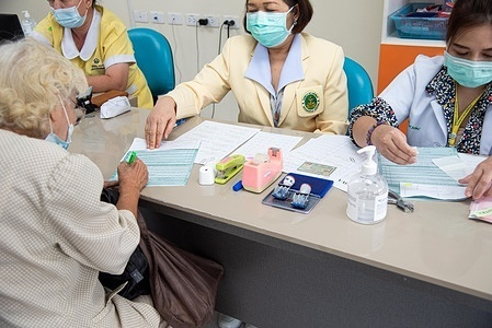 Patients register for COVID-19 vaccination at Ratchaphiphat Hospital in Bangkok, Thailand on 31 March 2021. After beginning its vaccine roll-out on 28 February 2021, 1 149 666 doses of COVID-19 vaccines have already been administered to high risk groups in Thailand as of 24 April 2021.